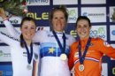 Das Podium: Siegerin Ellen van Dijk (m), Lisa Klein (links) und Lucinda Brand